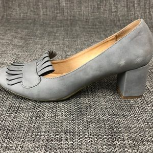 CL by Laundry Comfortable Gray Square Heels